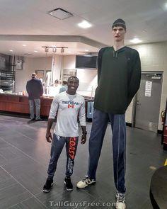 Robert Bobroczkyi GIANT Giant People, Tall People, Foto Picture, Face Photo, Human Giant, Nephilim Giants, Cristano Ronaldo, Tall Men Fashion, Human Oddities