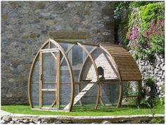 This could be an awesome house for kitty so she protected from doggy woggies but still enjoy outside