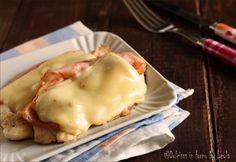 Petto di pollo con prosciutto e formaggio: un piatto semplice, gustoso e veloce da preparare. E anche molto sfizioso ! Un'idea veloce salva cena.