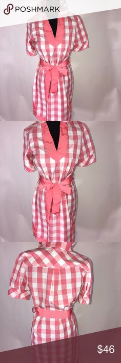 Checkered pink and white Vineyard Vines dress Checkered pink and white Vineyard Vines dress Belt matches the trim at the bottom of the dress and neckline of the dress  Length 35' Pit to pit 10' Sleeves 15' Vineyard Vines Dresses Mini