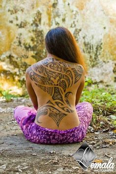Gorgeous Polynesian tattoo, I absolutely love this....my backs ready=)