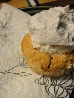"Coconut flour ""semlor"" (sweedish buns) sweetened with stevia"