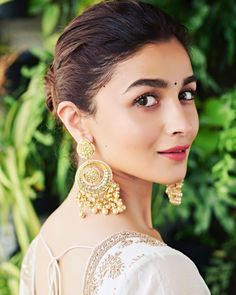 Beauty of Alia Bhatt - Bollywood Actress & Indian Beauty Beautiful Bollywood Actress, Beautiful Indian Actress, Beautiful Actresses, Bollywood Celebrities, Bollywood Fashion, Bollywood Style, Indian Celebrities, Alia Bhatt Photoshoot, Aalia Bhatt
