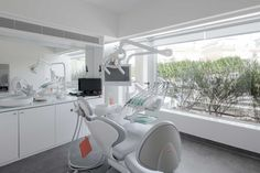 Check out Dental Clinic Interior Design Ideas For Small Office. Here at The Architecture Designs, browse all dental clinic design ideas. Clinic Interior Design, Clinic Design, Healthcare Design, Salon Design, Cabinet Medical, Dental Cabinet, Dental Office Decor, Office Fun, Small Office