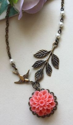 coral necklace. absolutely love.