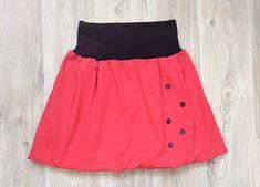 Červená+knoflíková+Balonová+sukně+červená+s+černým+elastickým+pasem+a+gumou.+Ozdobné+knoflíky+v+předním+díle.+Velikost+univerzální.+Délka+sukně+48+cm+Obvod+pasu+60-110+cm+(nenatažené+-+natažené)+Elastický+pás+je+z+nápletu,+sukně+i+podšívka+z+bavlněného+úpletu+s+elastanem.