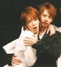 Nakame hugs! (Nakamaru Yuichi, Kamenashi Kazuya)
