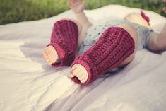 Alli Crafts: Free Pattern: Infant Leg Warmers too cute - might have to spoil somebody with these! (all my friends are having boys right now though, it seems)