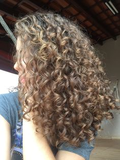 95 easy on the go hairstyles for naturally curly hair - Hairstyles Trends Brown Curly Hair, Blonde Curly Hair, Curly Hair Tips, Curly Hair Styles, Natural Hair Styles, Curly Perm, Highlights Curly Hair, Bobs For Thin Hair, Aesthetic Hair