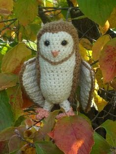 With over 30 free crochet owl pattern to choose from you will never be bored! Make crochet owl toys, amigurumi, ornaments, keyrings and more! Owl Crochet Patterns, Crochet Birds, Owl Patterns, Amigurumi Patterns, Crochet Animals, Crochet Kawaii, Cute Crochet, Crochet Crafts, Crochet Projects