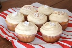 Amarula Cupcakes If you haven't tried Amarula, the sweet creamy liqueur from South Africa made from the Marula fruit, you're missing out. This recipe looks brilliant. Sweets Recipes, No Bake Desserts, Cupcake Recipes, Baking Recipes, Cupcake Cakes, Cupcakes, South African Desserts, Baking Business, Let Them Eat Cake
