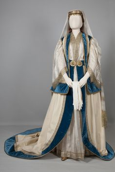 "marthajefferson: "" europeanafashion: "" Costume worn by Queen Olga's ladies-in-waiting Athens, Attica. Mid century © Peloponnesian Folklore Foundation, Nafplion, Greece The costume devised by Queen Olga for her ladies-in-waiting was inspired by. Historical Costume, Historical Clothing, Vintage Outfits, Vintage Fashion, Court Dresses, Lady In Waiting, Retro Mode, Period Outfit, Fantasy Costumes"