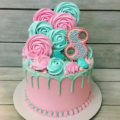 New cupcakes fondant ideas decorating supplies 20 ideas Fancy Cakes, Cute Cakes, Pretty Cakes, Beautiful Cakes, Fondant Cupcakes, Buttercream Cake, Cupcake Cakes, Cool Birthday Cakes, Birthday Cake Girls
