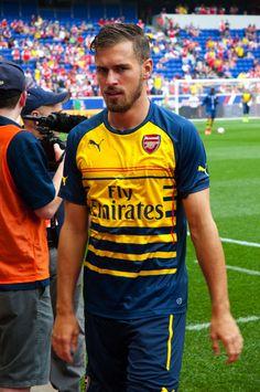 Arsenal Fc, Arsenal Football, Hot Men, Hot Guys, Messi And Neymar, Sports Mix, Fa Cup, Football Players, Premier League