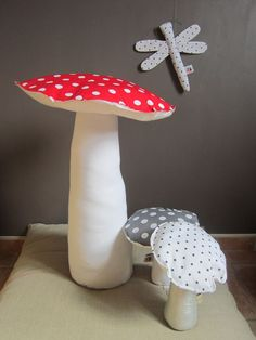fabric mushrooms - would love to see the cake version with Mario and Luigi!