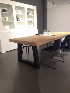 Eettafel / Dining table