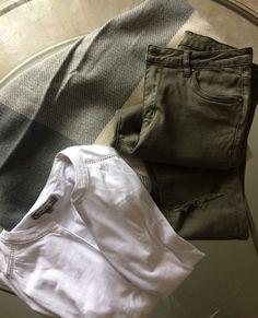 Ponchos pimkie, blouse blanche cache cache, pantalon kakis cache cache 😍