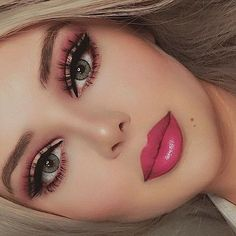 Red Lip Makeup Look Black Women Beauty Makeup pinklips Peach Makeup Look, Burgundy Makeup Look, Purple Makeup Looks, Vintage Makeup Looks, Soft Makeup Looks, Red Lips Makeup Look, Creative Makeup Looks, Glam Makeup Look, Glossy Makeup