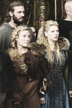 I want Lagertha's hair for faire. @Katie Hrubec Hrubec Hrubec Schmeltzer Schmeltzer Schmeltzer is this doable?