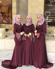 """ถูกใจ 102 คน, ความคิดเห็น 1 รายการ - RIHA (@riha_lalitazneem) บน Instagram: """"งานแต่งซุปเป้อเพื่อนที่ยังไม่มีรูปเจ้าสาว เพราะว่าไร เพราะว่าเชิด RIHA Dada Latee Zeena Sunida…"""" Muslim Prom Dress, Hijab Prom Dress, Muslim Wedding Dresses, Elegant Wedding Dress, Wedding Attire, Elegant Dresses, Bridesmaid Dresses, Muslim Girls, Muslim Women"""