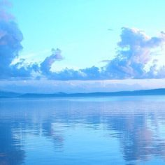 Image de aesthetic, clouds, and light Water Aesthetic, Aesthetic Themes, Aesthetic Pictures, Beach Aesthetic, Aesthetic Photo, Blue Aesthetic Tumblr, Blue Aesthetic Pastel, Wallpaper Sky, Wallpaper Backgrounds