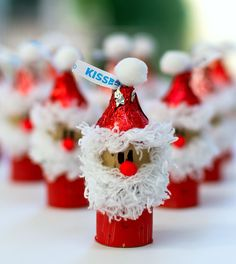 Christmas Kid Craft: Wine Corks Santas with @hersheyskisses hats #NewTraditions ad