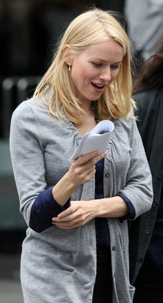 More Pics of Naomi Watts Wool Scarf Naomi Watts, Beautiful Dream, Beautiful Places, Wool Scarf, Classic Beauty, Black Wool, Famous People, Hollywood, Characters