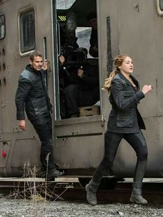 Theo James and Shailene Woodley Divergent movie behind the scene