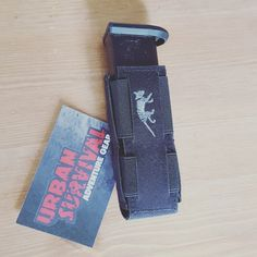 SGL Pl Mag Pouch MCL van Tasmanian Tiger. Multi-kaliber magazijn tasvoor alle standaard dubbele rij magazijnen. Extreem smalle ontwerp dat nauwelijks zichtbaar is. Zeer geschikt voor verdekt dragen. Molle bevesting. Kleuren: Black, olive, khaki, coyote brown en multicam Geschikt voor oa Glock 17/19, Walter P99.  https://www.urbansurvival.nl/product/sgl-pl-mag-pouch/  #urbansurvival #politieuitrusting #tacticalgear #tasmaniantiger