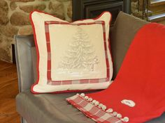 Retrouvez cet article dans ma boutique Etsy https://www.etsy.com/ca/listing/250727557/pillow-o-christmas-tree-24-x-24