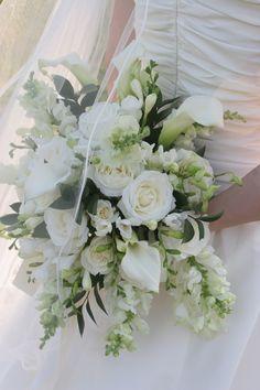 Vintage white wedding bouquet  www.bloomingflowers.net