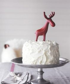 This buttercream icing, a classic recipe from the Edmonds Cookery Book, is especially delicious on Christmas fruit cakes. Buttercream Recipe, Icing Recipe, Frosting Recipes, Cake Recipes, Yummy Recipes, Christmas Cake Decorations, Christmas Desserts, Christmas Baking, Christmas Parties