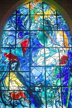 (Belarus) The blue stained glass window by marc chagall union church of pocantico hills. born in Belarus later French. Stained Glass Church, Modern Stained Glass, Stained Glass Art, Stained Glass Windows, Marc Chagall, Chagall Windows, Pocantico Hills, Architecture Religieuse, Ceiling Murals