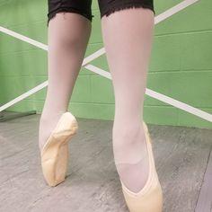 Pointe Shoes, Ballet Shoes, Dance Shoes, Swan, Pink, Fashion, Moda, La Mode, Lace Pumps