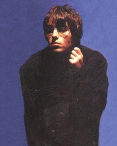 Liam And Noel, Liam Gallagher, The Strokes, Kid Cudi, Britpop, Retro Aesthetic, White Boys, Oasis Clothes, Music Stuff