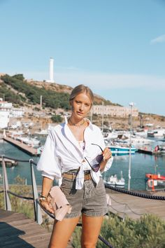 25 Ways to Wear Denim for Every Style - Inthefrow Dedicated Follower Of Fashion, Heavy Jacket, Classy Chic, Mom Style, Denim Shirt, My Wardrobe, Casual Outfits, Victoria Magrath, How To Wear
