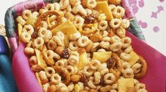 Kid-friendly snacks, such as Frosted Cheerios®, animal crackers and fruit snacks, make for good munching! So great for the kiddos! Fruit Snacks, Healthy Snacks, Kid Snacks, Party Snacks, Healthy Eating, Cheerios Recipes, Snack Mix Recipes, Snack Mixes, Yummy Recipes