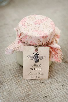 Personalized honey favours.