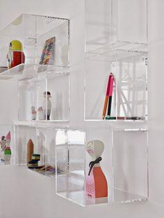 Transparan dekoratif ürünler ile ev dekorasyonu (Transparan raf)