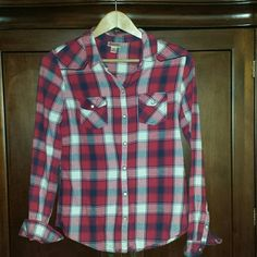 Red, White & Blue Flannel Shirt Bundle up & stay warm this Fall & Winter with this beautiful plaid flannel shirt. A nice fit, not boxy. This shirt has cute snaps instead of buttons. 100% cotton. Mossimo Supply Co. Tops Button Down Shirts