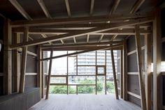 House of Japanese Cedar, Suga Shotaro/Suga Atelier, Osaka, Japan 2011 Timber Architecture, Japanese Architecture, Amazing Architecture, Architecture Details, Ideas Cabaña, Timber Roof, Load Bearing Wall, House Template, Timber Structure