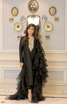 Cute Dresses For Party, Designer Party Wear Dresses, Kurti Designs Party Wear, Pakistani Fashion Party Wear, Indian Fashion Dresses, Dress Indian Style, Simple Pakistani Dresses, Pakistani Dress Design, Stylish Dress Designs