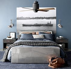Teen bedroom themes must accommodate visual and function. Here are tips to create the coolest teen bedroom. Blue Teen Girl Bedroom, Teen Boy Rooms, Blue Bedroom Decor, Teenage Room, Teen Girl Bedrooms, Girl Rooms, Boys Bedroom Ideas Tween, Room Girls, Baby Rooms