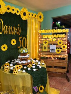 Sunflower Party Themes, Sunflower Birthday Parties, Sunflower Wedding Decorations, Sunshine Birthday Parties, Happy Birthday 18th, Moms 50th Birthday, Birthday Cakes For Teens, 70th Birthday Parties, Cake Table Birthday