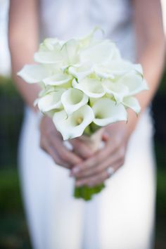 White calla lily bouquet Photography by Annie McElwain / anniemcelwain.com