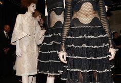 En backstage du défilé Alexander McQueen automne-hiver 2015-2016 http://www.vogue.fr/mode/inspirations/diaporama/fwah2015-en-backstage-du-dfil-alexander-mcqueen-automne-hiver-2015-2016/19586