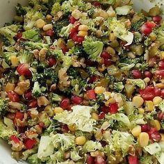 Görsel sahibi @sevgim_mutfak  Brokoli salatası Malzemeler: Orta boy brokoli Közlenmiş kırmızı biber. Mısır Nar Kornişon turşu Ceviz içi Nar ekşisi ve zeytinyağı Yapılışı:Brokolimizi yıkayıp kücük küçük doğruyoruz onun içerisine bütün malzemelerimizi isteğiniz ölçüde kullanabilir- siniz.En son yağını ve narekşisini ekliyoruz.Afiyet olsun