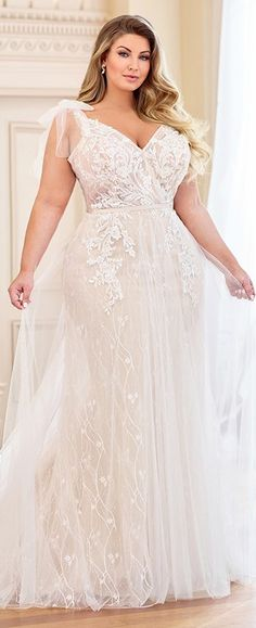 [tps_header]There's no reason a cheap plus size wedding dress has to look cheap, if you know what you're looking for.Are you a full figured woman on the hunt for the perfect wedding dress? Plus Size Wedding Gowns, Plus Size Dresses, Plus Size Brides, Plus Size Lace Dress, Wedding Beauty, Lace Wedding, Dream Wedding, Wedding Rings, Unique Wedding Dress