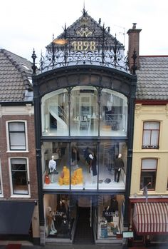 The building directly opposite the apartment dates back to 1898. It's a 3-story exclusive fashion boutique, and undoubtedly one of the most attractive buildings on the street.