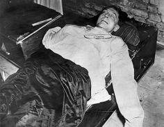 Justo a dos horas antes de ejecutarse la sentencia, Göring se suicidó ingiriendo una cápsula de cianuro de potasio el 15 de octubre de 1946....
